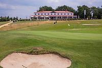 Margraten  - Green hole 1. met clubhuis.  Rijk van Margraten.  COPYRIGHT KOEN SUYK
