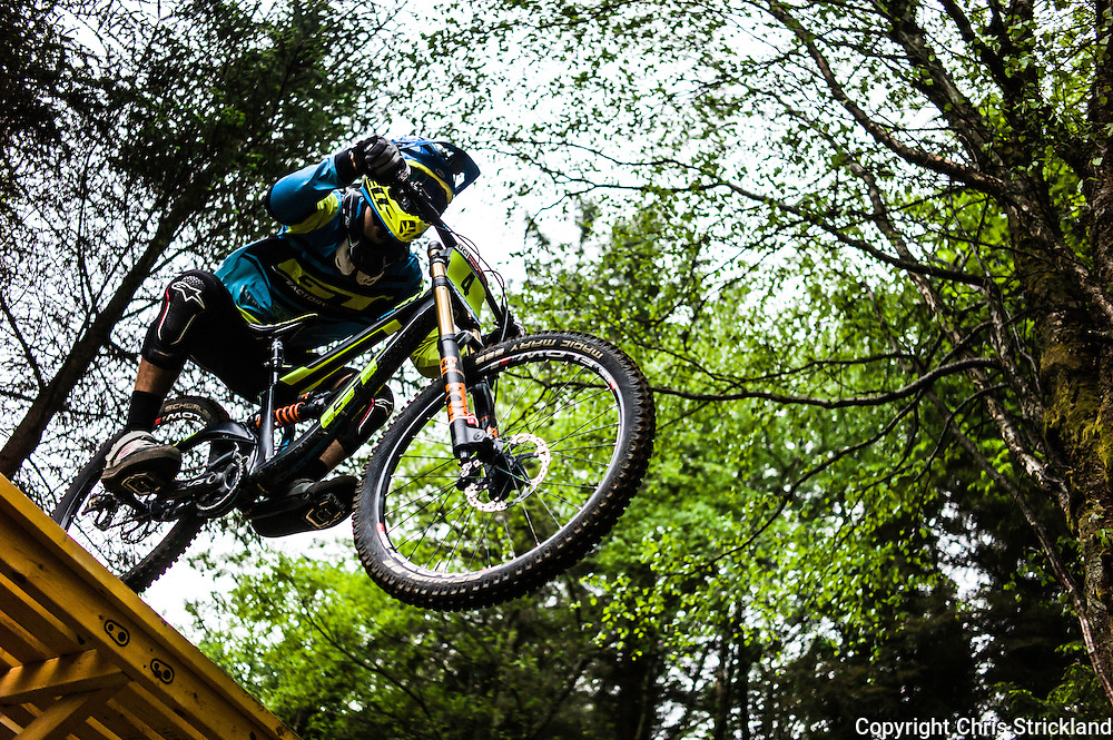 Nevis Range, Fort William, Scotland, UK. 4th June 2016. Jackson Frew of Australia. The worlds leading mountain bikers descend on Fort William for the UCI World Cup on Nevis Range. © Chris Strickland / Alamy Live News