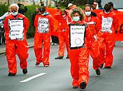 Warnem?nde   June 5, 2007 ..Protest gegen den G8-Gipfel Heiligendamm, Tag 4. In der kleinen Stadt Warnem?nde n?rdlich von Rostock versammeln sich etwa 2000 Menschen zu einer Demonstration gegen Krieg, R?stunsgindustrie und Militarismus im Rahmen der Proteste gegen den G8-Gipfel in Heiligendamm. Hier: Demonstranten haben sich als Guantanamo-H?ftlinge in orangefarbenen Overalls verkleidet. ..Protests against the G8-Summit Heiligendamm, Day 4: About 2000 people gather for a demonstration against war, defense industriy and militarism. Here: Demonstrators dressed up like Guantanamo prisoners in orange overalls...20070605g8 ...[Inhaltsveraendernde Manipulation des Fotos nur nach ausdruecklicher Genehmigung des Fotografen. Vereinbarungen ueber Abtretung von Persoenlichkeitsrechten/Model Release der abgebildeten Person/Personen liegen nicht vor.]