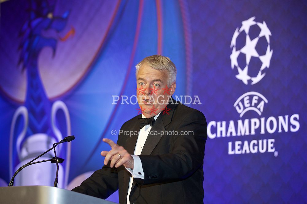 CARDIFF, WALES - Wednesday, August 31, 2016: First Minister of Wales Carwyn Jones gives a speech during a gala dinner at the Cardiff Museum to launch the UEFA Champions League Finals 2017 to be held in Cardiff. (Pic by David Rawcliffe/Propaganda)