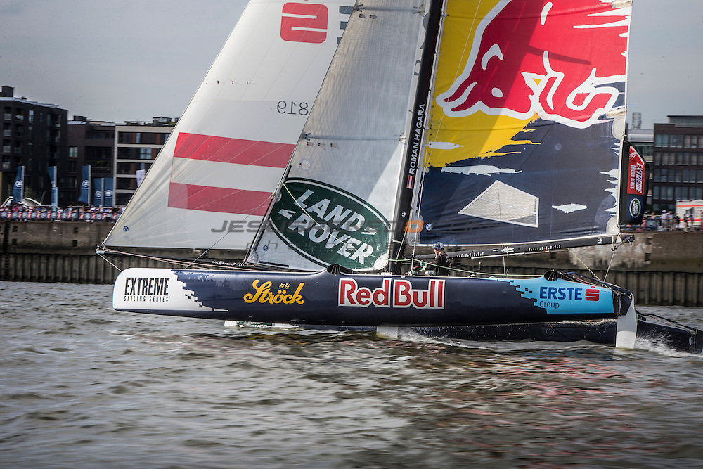 2015 Extreme Sailing Series - Act 5 - Hamburg.<br /> Red Bull Sailing Team skippered by Hans-Peter Steinacher (AUT) and crewed by Jason Waterhouse (AUS), Jeremy Bachalin (SUI), Stewart Dodson (NZL) and Shain Mason (GBR).<br /> Credit Jesus Renado.