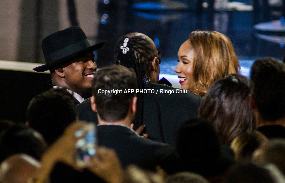 Aisha Morris, right, greets with his father Stevie Wonder in the audience as performer Ne-Yo, right, looks on at a concert, Stevie Wonder: Songs In The Key Of Life - An All-Star GRAMMY Salute, at Nokia Theatre L.A. Live on February 10, 2015 in Los Angeles, California. AFP PHOTO / Ringo Chiu
