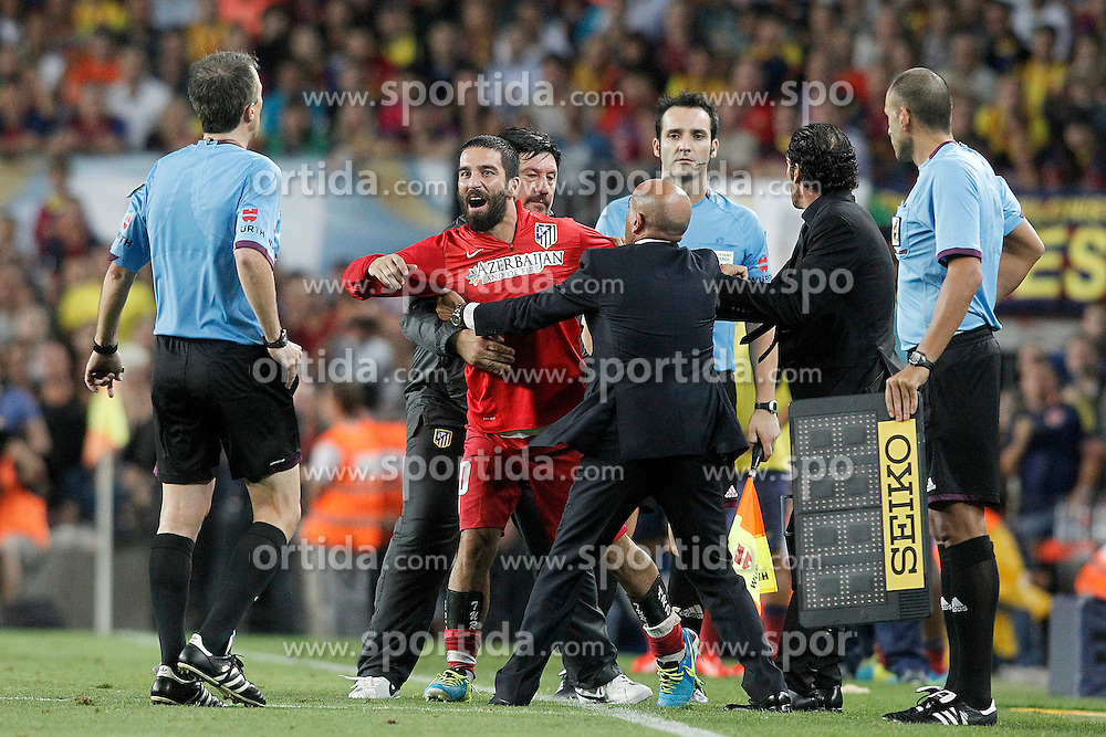 28.08.2013, Camp Nou, Barcelona, ESP, Supercup, FC Barcelona vs Atletico Madrid, Rueckspiel, im Bild Atletico de Madrid's Arda Turan (2l) have words with the referee David Fernandez Borbalan (l) in presence of the coach Diego Pablo Cholo Simeone (2r) and the Second Coach German Mono Burgos (b) // during second leg match of the Spanish Supercup match between Barcelona FC and Atletico Madrid at the Camp Nou in Barcelona, Spain on 2013/08/28. EXPA Pictures &copy; 2013, PhotoCredit: EXPA/ Alterphotos/ Acero<br /> <br /> ***** ATTENTION - OUT OF ESP and SUI *****