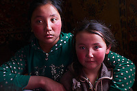 Mongolie, province de Bayan-Olgii, paysage en hiver, famille kazakhe, jeunes filles kazakhes // Mongolia, Bayan-Olgii province, landscape in winter, Kazakh family, Kazakh young girls