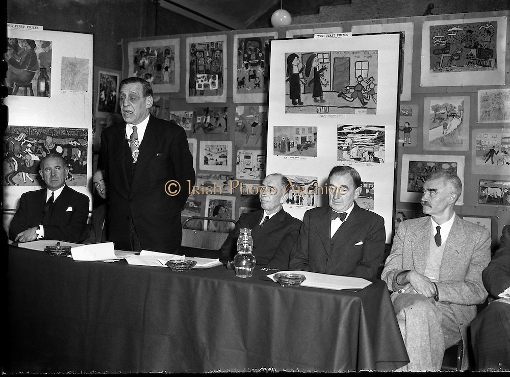 Alderman R Briscoe, Lord Mayor of Dublin, Opening Caltex Child Art Exhibition at Parnell Square<br /> 21/12/1956