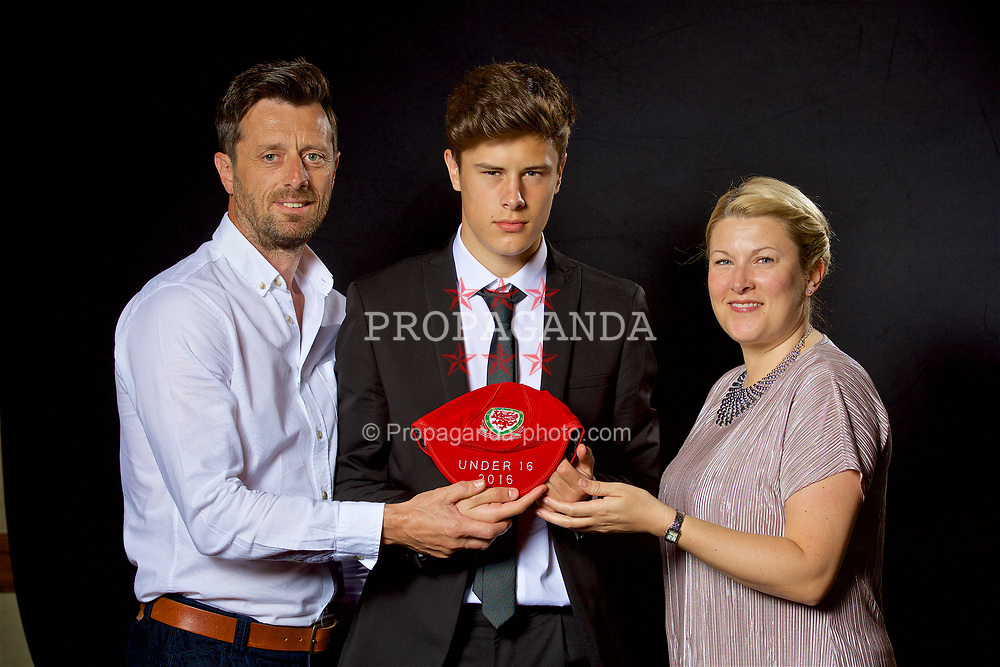 NEWPORT, WALES - Saturday, May 27, 2017: Sam Bowen and family with his Under-16 Wales cap at the Celtic Manor Resort. (Pic by David Rawcliffe/Propaganda)