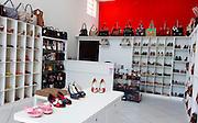 Uberlandia_MG, Brasil...Comercio calcadista de Uberlandia, Minas Gerais. Na foto, a loja que comercializa bolsas e sapatos com a sua marca...The footwear commerce in Uberlandia, Minas Gerais. In this photo a store of purses and shoes...Foto: BRUNO MAGALHAES / NITRO