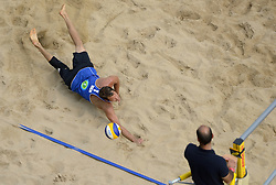 16-07-2014 NED: FIVB Grand Slam Beach Volleybal, Apeldoorn<br /> Poule fase groep A mannen - Reinder Nummerdor (1), Steven van de Velde (2) NED, Sean Rosenthal (2), Philip Dalhausser (1) USA