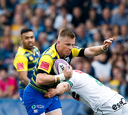 Cardiff Blues' Gareth Anscombe evades the tackle of Pau's Quentin Lespiaucq<br /> <br /> Photographer Simon King/Replay Images<br /> <br /> European Rugby Challenge Cup - Semi Final - Cardiff Blues v Pau - Saturday 21st April 2018 - Cardiff Arms Park - Cardiff<br /> <br /> World Copyright © Replay Images . All rights reserved. info@replayimages.co.uk - http://replayimages.co.uk