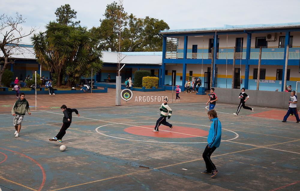 Crissiuma, RS-Ano2011 .Criancas jogando futebol na aula de educacao fisica em escola na cidade do interiror do Rio Grande do Sul no inverno../ Children play football in physic education in winter.