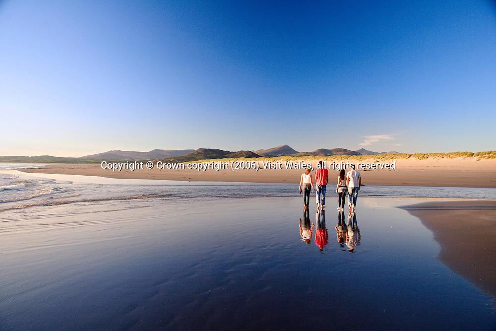 Harlech beach (towards Snowdonia)<br /> Summer<br /> North<br /> Walking / beachcombing<br /> Activities &amp; sports