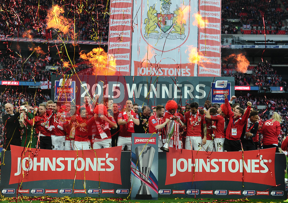 Bristol City Players celebrate with the JPT Trophy - Photo mandatory by-line: Joe Meredith/JMP - Mobile: 07966 386802 - 22/03/2015 - SPORT - Football - London - Wembley Stadium - Bristol City v Walsall - Johnstone Paint Trophy Final