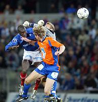 Fotball - Tippeligaen 2003<br /> 21.04.2003<br /> Vålerenga v Aalesund<br /> Pah-Modou Kah header inn 1-1 for  VIF forbi Aalesunds keeper Frank Mathisen<br /> Foto: Morten Olsen, Digitalsport