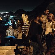 Des miliciens de la 'Security Belt' montent la garde sur les hauteurs d'Aden, entre Cratère (Shira), et Ma'ala, deux quartiers de la ville, le 13 juin 2017. La sécurité est la première priorité des autorités d'Aden, en proie à la montée de groupes radicaux comme Al Qaida.