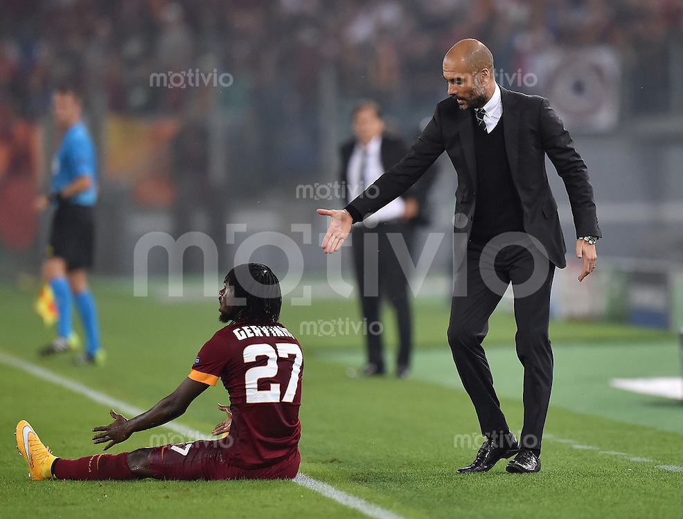FUSSBALL   CHAMPIONS LEAGUE   SAISON 2014/2015   Vorrunde AS Rom - FC Bayern Muenchen        21.10.2014 Trainer Pep Guardiola (re, FC Bayern Muenchen) bietet Gervinho (AS Rom) Hilfe an. Grossartig!