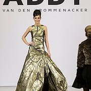 NLD/Laren/20150124 - Modeshow Addy van den Krommenacker Fall Winter 2015 'London revisited', mannequins op de catwalk
