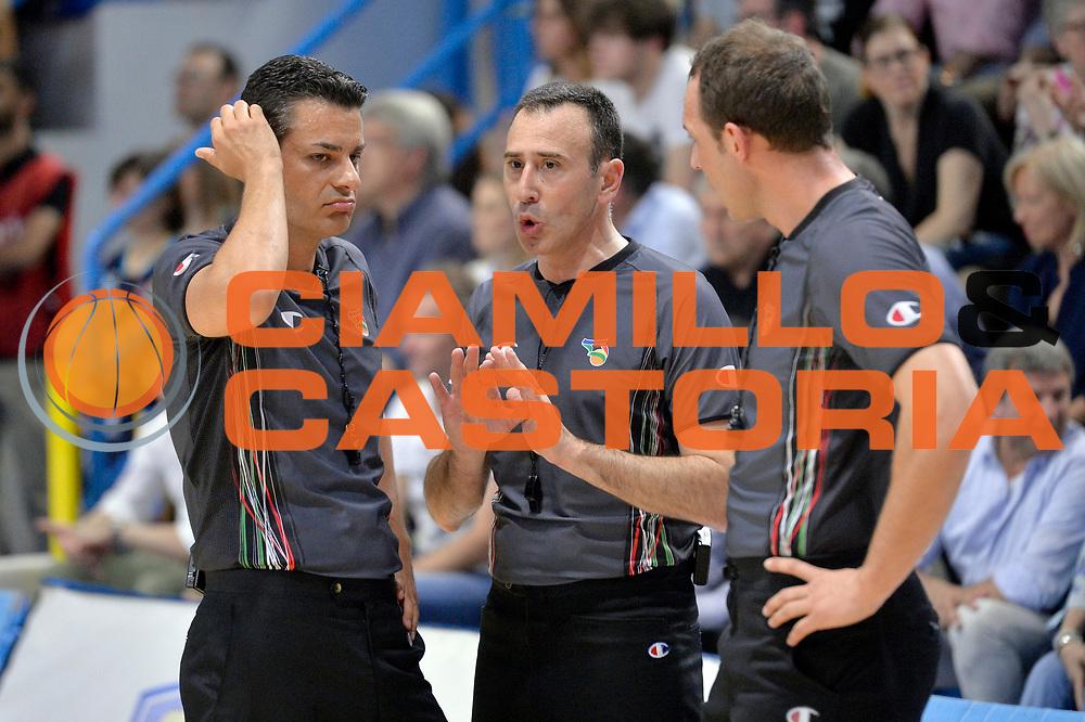 Carmelo Lo Guzzo arbitro<br /> Vanoli Cremona - Germani Basket Brescia Leonessa<br /> Lega Basket Serie A 2016/2017<br /> Cremona, 09/04/2017<br /> Foto M.Ceretti / Ciamillo - Castoria