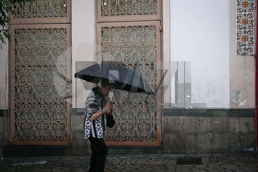 SAO PAULO, SP, 02.02.2015 - CLIMA TEMPO / SAO PAULO -  Regiao central de Sao Paulo, na manhã desta segunda-feira, 02. (Foto: Raphael Castello / Brazil Photo Press).