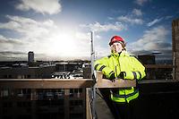 Carin Stoeckmann, vd Byggmästarn i Skåne AB. På taket till bygget av ett bostadskvarter i Höganäs.