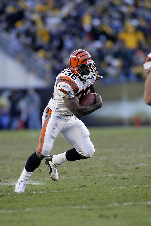 Running back Brandon Bennett of the Cincinnati Bengals carries the ball during their 24-20 victory over the Pittsburgh Steelers on 11/30/2003. ©JC Ridley/NFL Photos.
