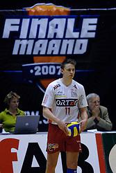 21-04-2007 VOLLEYBAL: ORTEC NESSELANDE - PIET ZOOMERS D: ROTTERDAM <br /> De volleyballers van Ortec.Nesselande hebben de spanning weer teruggebracht in de strijd om het landskampioenschap.  In Rotterdam won Nesselande met 3-1 (27-25 20-25 25-20 25-23) van PietZoomers Dynamo / Michael Olieman - NOS Finale Maand<br /> ©2007-WWW.FOTOHOOGENDOORN.NL