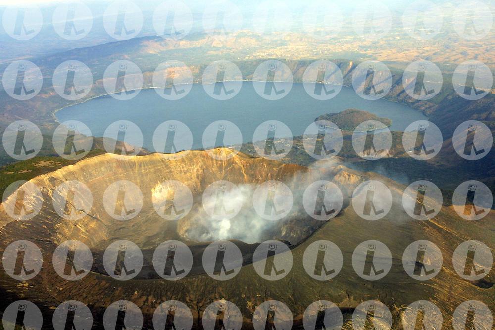 Aerial view of Lake Coatepeque, and Santa Ana Volcano..Vista aerea del lago de Coatepeque, y Volcan de Santa Ana.Edgar ROMERO/Imagenes Libres