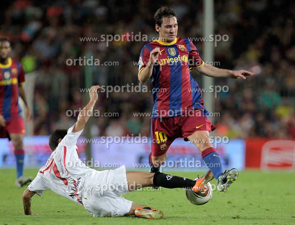 21.08.2010, Stadion Camp Nou, Barcelona, ESP, Supercup, FC Barcelona vs FC Sevilla, im Bild FC Barcelona's Lionel Messi (r) and Sevilla's Jesus Navas during SuperCup of Spain Final match. EXPA Pictures © 2010, PhotoCredit: EXPA/ Alterphotos/ Acero +++++ ATTENTION - OUT OF SPAIN / ESP +++++ / SPORTIDA PHOTO AGENCY