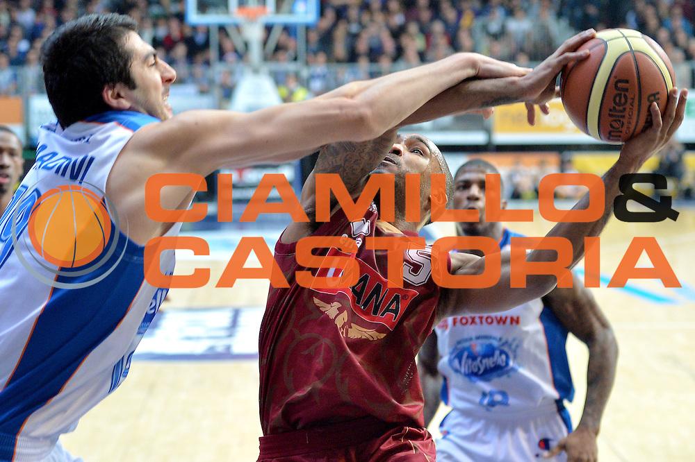 DESCRIZIONE : Cant&ugrave; Lega A 2014-15 Acqua Vitasnella Cant&ugrave; vs  Umana Reyer Venezia<br /> GIOCATORE : Phil Goss<br /> CATEGORIA : Tiro<br /> SQUADRA : Umana Reyer Venezia<br /> EVENTO : Campionato Lega A 2014-2015<br /> GARA : Acqua Vitasnella Cant&ugrave; vs Umana Reyer Venezia<br /> DATA : 21/12/2014<br /> SPORT : Pallacanestro <br /> AUTORE : Agenzia Ciamillo-Castoria/I.Mancini<br /> Galleria : Lega Basket A 2014-2015 <br /> Fotonotizia : Cant&ugrave; Lega A 2014-15 Acqua Vitasnella Cant&ugrave; vs Umana Reyer Venezia<br /> Predefinita :