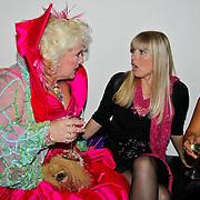 NLD/Tilburg/20101010 - Inloop musical Legally Blonde, Karin Bloemen, Joke de Kruijff en Linda Wagenmakers