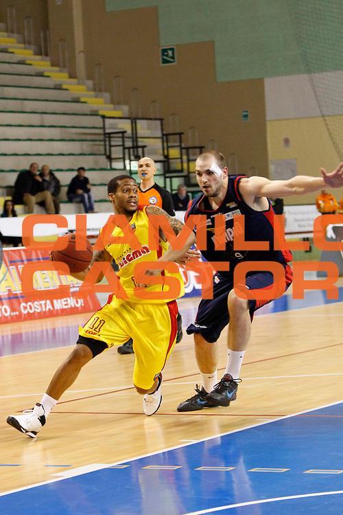 DESCRIZIONE : Cefalu Campionato Lega Basket A2 2012-13 Sigma Basket Barcellona Vs Novipiu Casale Monferrato<br /> GIOCATORE : Taurean Green<br /> SQUADRA : Sigma Basket Barcellona<br /> EVENTO : Campionato Lega Basket A2 2012-2013<br /> GARA : Sigma Basket Barcellona Vs Novipiu Casale Monferrato<br /> DATA : 03/03/2013<br /> CATEGORIA : Penetrazione Palleggio<br /> SPORT : Pallacanestro <br /> AUTORE : Agenzia Ciamillo-Castoria/G.Pappalardo<br /> Galleria : Lega Basket A2 2012-2013 <br /> Fotonotizia : Cefalu Campionato Lega Basket A2 2012-13 Sigma Basket Barcellona Vs Novipiu Casale Monferrato<br /> Predefinita :