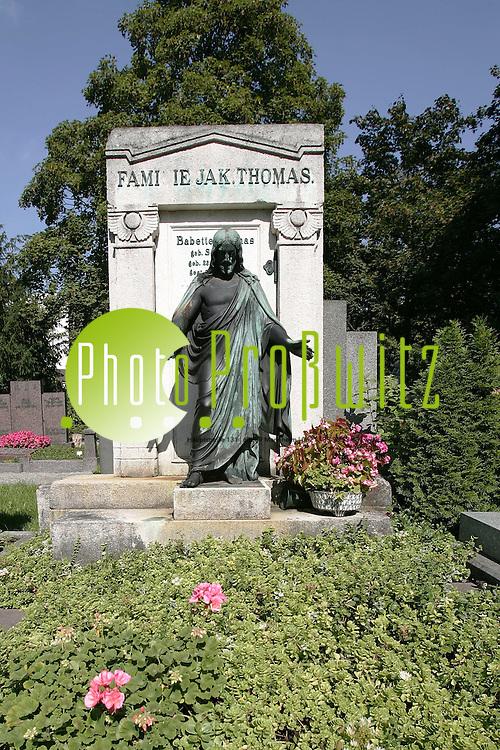 Ludwigshafen. Hauptfriedhof. Trauerhalle. Gr&auml;ber um die Jahrhundertwende von 1890.<br /> <br /> Bild: Markus Pro&szlig;witz<br /> ++++ Archivbilder und weitere Motive finden Sie auch in unserem OnlineArchiv. www.masterpress.org ++++