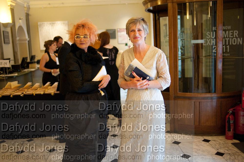 SUSIE HUXLEY; LADY LAVINIA GRIMSHAW, Royal Academy of Arts Annual dinner. Royal Academy. Piccadilly. London. 1 June <br /> <br />  , -DO NOT ARCHIVE-© Copyright Photograph by Dafydd Jones. 248 Clapham Rd. London SW9 0PZ. Tel 0207 820 0771. www.dafjones.com.