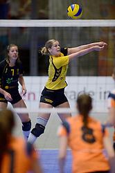 11-01-2014 VOLLEYBAL: TALENTTEAM - SV DYNAMO APELDOORN: ARNHEM<br /> Talentteam verslaan Dynamo met 3-1 / Carlijn Oosterlaken<br /> ©2014-FotoHoogendoorn.nl