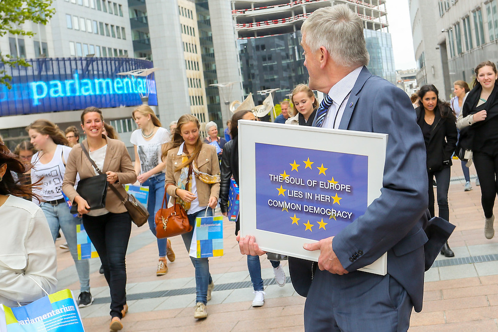 Dutch students present the first-ever description of the Soul of Europe to MEP Wim van de CAMP