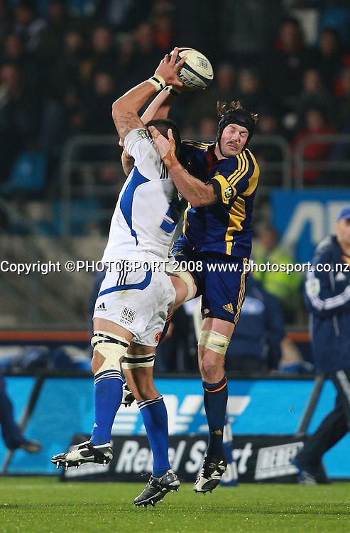 Troy Flavell claims the ball from Tom Donnelly.<br /> Highlanders v Blues. Super 14 rugby. Carisbrook, Dunedin. Saturday 10 May 2008. Photo: Rob Jefferies/PHOTOSPORT