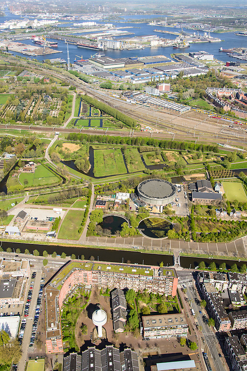 Nederland, Noord-Holland, Amsterdam, 09-04-2014;<br /> Cultuurpark Westergasfabriek en Westerpark op het voormalige  Westergasterrein langs Haarlemmerweg. Spoor met treinen boven in beeld. Spaarndammerbuurt met Houthavens,  IJ  en het Westelijk Havengebied boven.<br /> Buildings of Culture park Westergasfabriek and the Westerpark on the former Westergasterrein (gasworks) along the railroad from Amsterdam Central station. View on the North of Amsterdam.<br /> luchtfoto (toeslag op standard tarieven);<br /> aerial photo (additional fee required);<br /> copyright foto/photo Siebe Swart