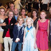 NLD/Amsterdam/20130826 - Nederlandse premiere film Borgman, groepsfoto cast
