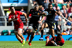 Tom O'Flaherty of Exeter Chiefs goes past Billy Vunipola of Saracens - Mandatory by-line: Robbie Stephenson/JMP - 01/06/2019 - RUGBY - Twickenham Stadium - London, England - Exeter Chiefs v Saracens - Gallagher Premiership Rugby Final