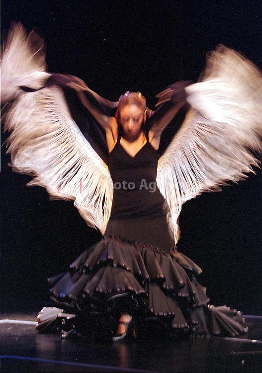 """recital de danza contemporanea """"ENCUENTRO"""". LOLA SANCHEZ.(FOTO WILFREDO GARCIA)"""