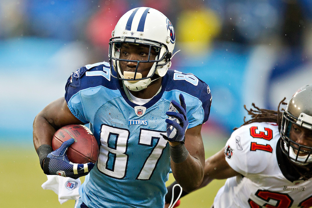 NASHVILLE, TN - NOVEMBER 27:   Lavelle Hawkins #87 of the Tennessee Titans runs the ball against the Tampa Bay Buccaneers at LP Field on November 27, 2011 in Nashville, Tennessee.  The Titans defeated the Buccaneers 23 to 17.  (Photo by Wesley Hitt/Getty Images) *** Local Caption *** Lavelle Hawkins