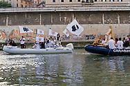 Roma 26 Luglio 2015<br /> I Solenni Festeggiamenti e la processione in onore della Madonna Fiumarola sul Tevere della Venerabile Arciconfraternita del SS.mo Sacramento e di Maria Ss. del Carmine in Trastevere a Roma fondata nell' anno 1539. <br /> Roma, Italy. 26th July 2015 -- The procession the Madonna fiumarola 'river Mary, ' down Rome's Tiber river. -- A boat carries in procession the Madonna fiumarola 'river Mary,' down Rome's Tiber river to the church of Santa Maria in Trastevere by the holders of the Venerable Arciconfraternitadi Virgin Mary of Mount Carmel in Trastevere.