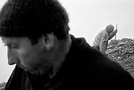 CROAGH PATRICK &middot; IRLAND JULI 2001<br /> <br /> DET HELLIGE BJERG I IRLAND, HVOR P&Aring; KATOLIKKERNES HELGEN SCT. PATRICK TILBRAGTE 30 DAGE P&Aring; TOPPEN FOR AT FORDRIVE ONDE &Aring;NDER. DEN SIDSTE S&Oslash;NDAG I JULI BESTIGER TUSINDEVIS AF KATOLIKKER OG TURISTER BJERGET.