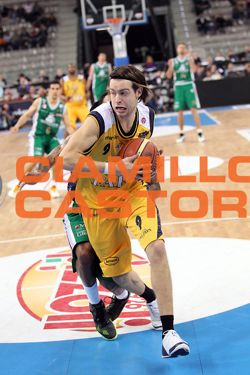 DESCRIZIONE : Torino Coppa Italia Final Eight 2011 Semifinale Montepaschi Siena Fabi Shoes Montegranaro<br /> GIOCATORE : Michele Antonutti<br /> SQUADRA : Fabi Shoes Montegranaro<br /> EVENTO : Agos Ducato Basket Coppa Italia Final Eight 2011<br /> GARA : Montepaschi Siena Fabi Shoes Montegranaro<br /> DATA : 12/02/2011<br /> CATEGORIA : Palleggio<br /> SPORT : Pallacanestro<br /> AUTORE : Agenzia Ciamillo-Castoria/G.Cottini<br /> Galleria : Final Eight Coppa Italia 2011<br /> Fotonotizia : Torino Coppa Italia Final Eight 2011 Semifinale Montepaschi Siena Fabi Shoes Montegranaro<br /> Predefinita :