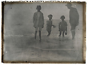 father with children at the sea France 1923