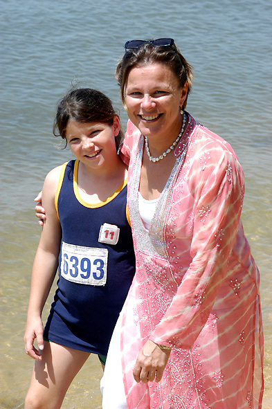 Dr. Fiona Wood with daughter Evie .Perth Western Australia 12 02 05.Photography David Dare Parker
