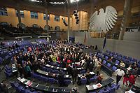 29 JUN 2012, BERLIN/GERMANY:<br /> Uebersicht waehrend der ersten Abstimmung zum Fiskalpakt, zum dauerhaften Euro-Rettungsschirm ESM, zur ESM-Finanzierung und zur Aenderung des Vertrags über die Arbeitsweise der Europaeischen Union , Plenum, Deutscher Bundestag<br /> IMAGE: 20120629-01-147<br /> KEYWORDS: Fiskalpakt, dauerhafter Rettungsschirm EFSM, Fiskalvertrag, Einrichtung des Europäischen Stabilitätsmechanismus, Europäischen Stabilitätsmechanismus ESM-Finanzierungsgesetz ESMF, Stabilitaetsunion, Übersicht