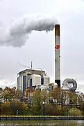 Nederland, Nijmegen, 25-11-2015Elektriciteitscentrale van Electrabel, onderdeel van GDF SUEZ Energie Nederland. Het is een kolengestookte centrale, en staat op de nominatie om gesloten te worden vanwege ouderdom, stroomoverschot en milieuakkoord. Er worden ook biomassa en houtsnippers verstookt. Foto: Flip Franssen/HH