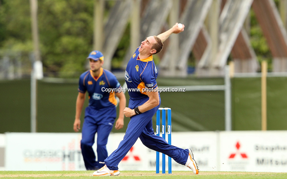 James McMillan in action for the Volts.<br /> Otago Volts v Canterbury Wizards, 5 February 2012, University Oval, Dunedin, New Zealand.<br /> Photo: Rob Jefferies/PHOTOSPORT