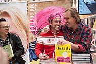 Signierstunde mit Chakall und Frank Buchholz am Stand von DT-Collection, auf der Ambiente 2015.