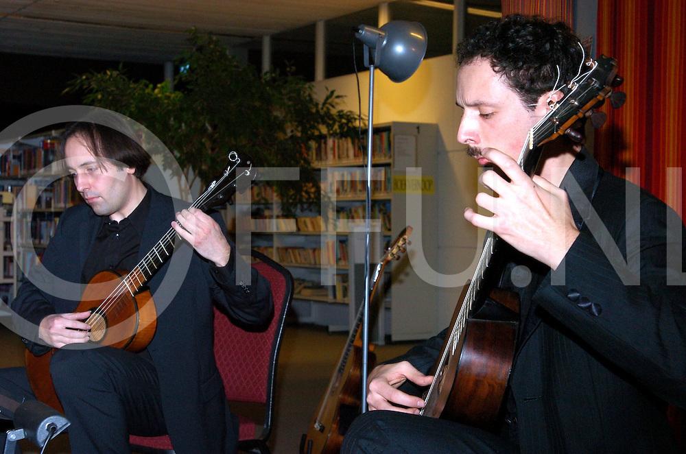 080110 dalfsen nederland,..concert in de bieb in dalfsen...fotografie frank uijlenbroek©2008 sander uijlenbroek....